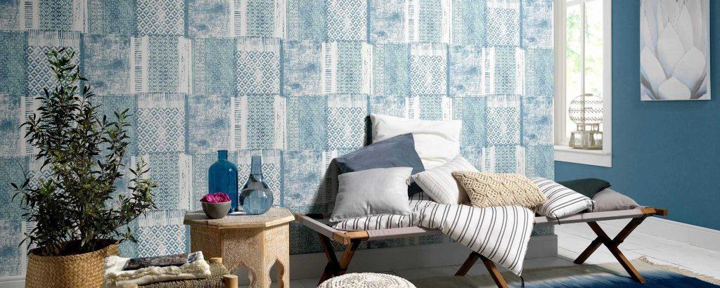 sala de estar com papel de parede Azul