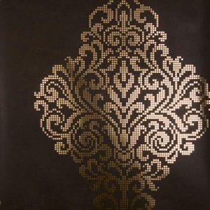 papel de parede com arabesco marrom e dourado